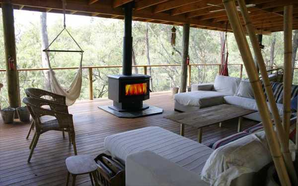 Billabong Retreat - Lounges and hammock on deck around outdoor fire
